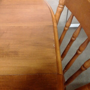 Dining Table w/ Leaf & 4 Chairs Kitchener / Waterloo Kitchener Area image 4