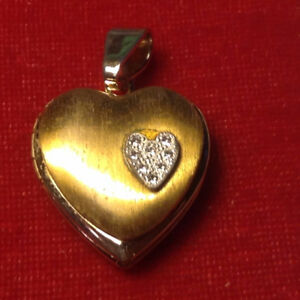 VINTAGE GOLD PLATED HEART SHAPED LOCKET PENDANT