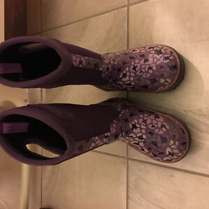 Girls Size 11 Bogs - only worn one winter