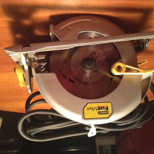 Circular saw with 7 1/2 inch blade