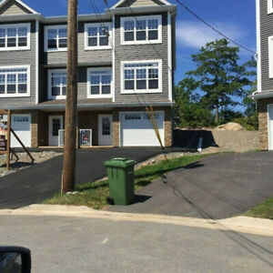 3 storey executive townhouse for rent in Fleming Heights
