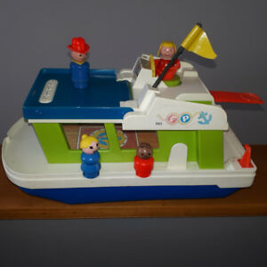 Vintage Fisher Price Little People # 985 Play Family Houseboat