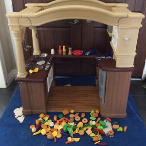 Step 2 Grand Large Walk in Play kitchen with play food W