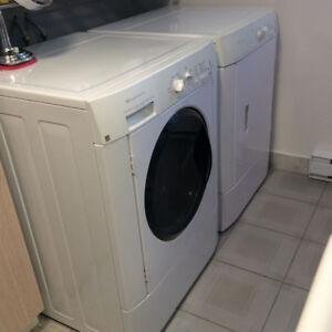 Laveuse en bon état 100$; sécheuse assortie à réparer, à donner.