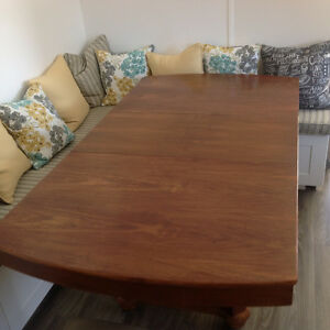 Extendable table with 4 chairs / table extensible avec 4 chaises