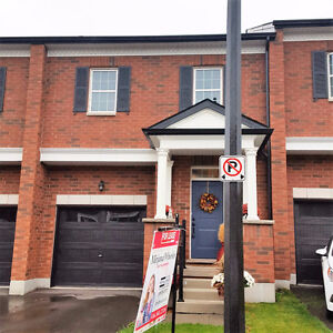 UPSCALE 3 BED/3 BATH TOWNHOME IN MILTON!