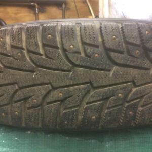 4 pneus à clou presque neuf  195/70 R14. 91 T
