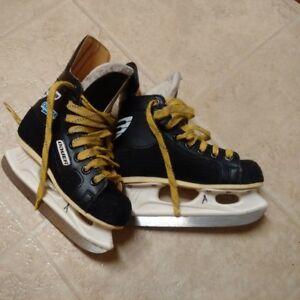 Boys size 13 Junior Baurer Hockey Skates