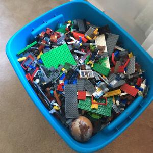 Faite offre Lego en vrac mix melangé 40 lbs a vendre
