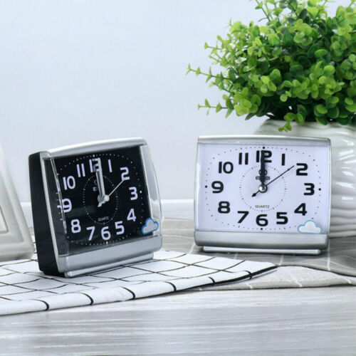 Quarz Wecker Analog Tischuhr Alarmwecker Uhren Alarm ohne Ticken Nachtlicht DE@