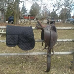 Australian Saddle - Nearly  New!!!