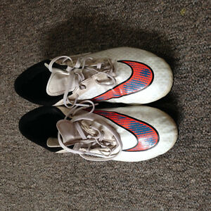 NIKE Soccer Shoes Boys Sz 6Y