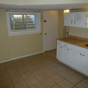 Attn Students: 1 Bedroom, Close to Queens, South of Princess!
