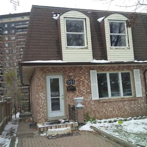 3 Bedroom home for Rent in London London Ontario image 1