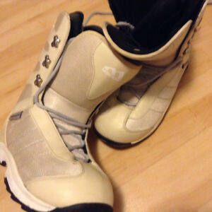 Ladies MORROW Snowboard boots size 8.5 off white clour