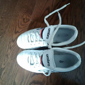Youth soccer shoes size 3.5