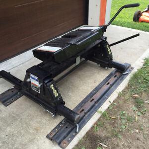 Reese 16K sliding 5th wheel c/w rails