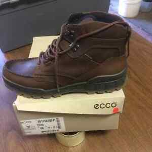 NEW ECCO SHOES.......    NEW IN BOX
