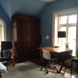 Spacious room in Sandy Hill- Available june 15 (no lease)