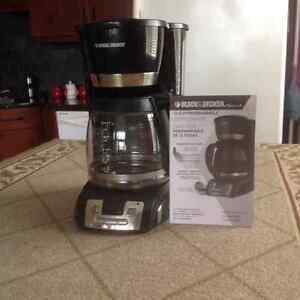 For Sale - Black&Decker 12-cup programmable coffeemaker - lszlr