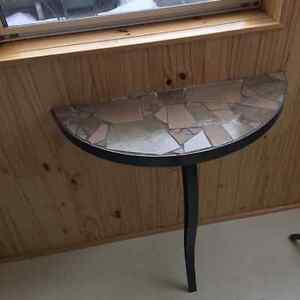 Table d'appoint demi-lune I Half-moon table
