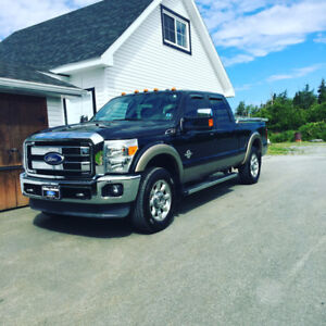 2012 Ford F-250 larait diesel loaded mint shape