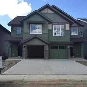 South Edmonton,easy access to HENDAY,Airport,South Common!!!