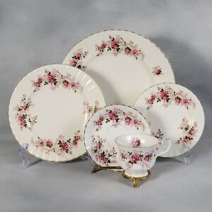 Royal Albert Lavender Ro Dinnerware ....Dishes  12 place setting