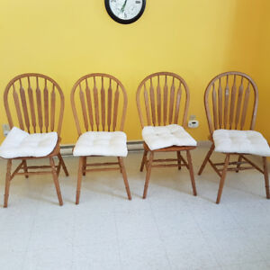 4 Oak Dinning Room Chairs with Cushions