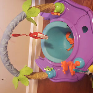 baby setting and play