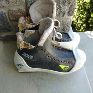 size 9 Goalie Skates Kingston Kingston Area image 1
