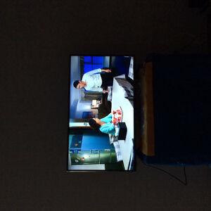 Almost New 4K smart TV 43'