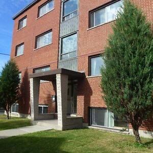 2 BEDROOM APT. - QUIET, SPACIOUS, CLOSE TO DOWNTOWN!