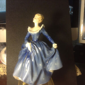 1965 ROYAL DOULTON HN2334 FRAGRANCE PORCELAIN WOMAN FIGURINE! 8""