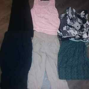 Maternity clothing lot like new cond. 25$