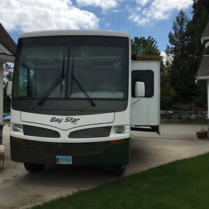 Newmar 'Bay Star' 32' Class A Motorhome with Tow Package