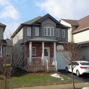 Laurelwood Detached House for Rent, Available Immediately.