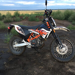 2015 KTM 690 Enduro R  in mint condition!!!