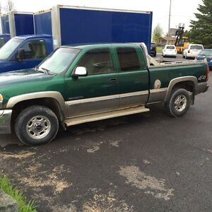 2001 GMC Sierra 2500 pick up Camionnette