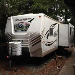 2011 30' Snow River Travel Trailer