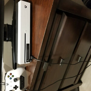 Xbox One S and wireless Controller