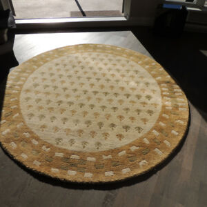 6-foot round rug  (Jordan's)  hand- knotted