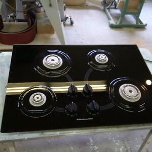 Gas cooktop. Kitchen Aid.