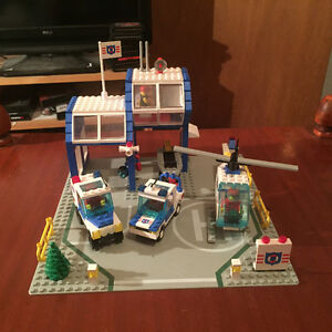 Vintage lego #6387 Coastal Rescue Base complete with instruction
