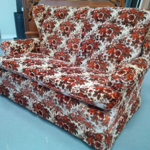 Beautiful Floral Print Sofa in Perfect Condition