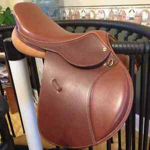 Brand new HDR Advantage English saddle