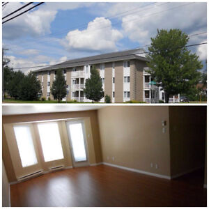 Great Adult unit, with deck, near amenities and UdeM, parking