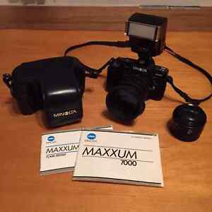Minolta Maxxum 7000 AF 35mm camera +accessories 125.00
