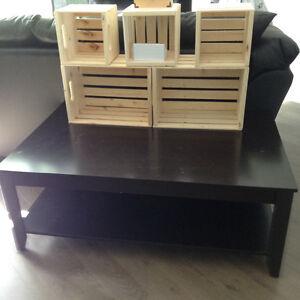 Aubaine, table très solide, de salon ou télé