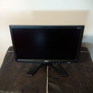 """Acer 16"""" Wide Screen LCD Monitor"""